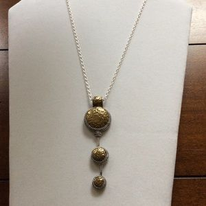 Fashion Gold & Silver Tone Necklace.